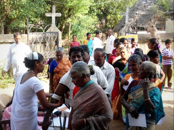 People arrive at the Medical Camp in Kovanur